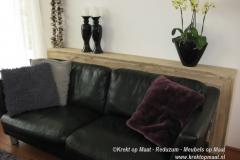 Krekt_op_Maat_sidetable_achter_bank_steigerhout
